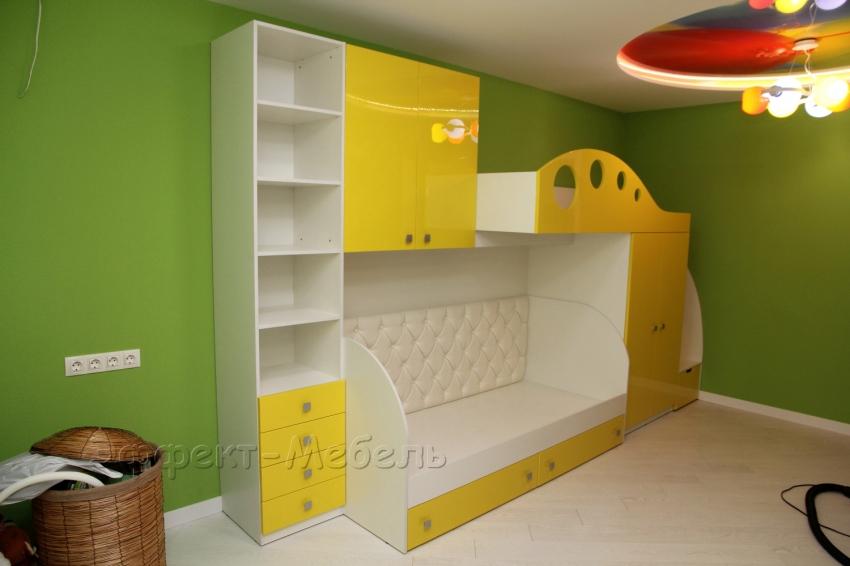 Кровать двухярусная со шкафом