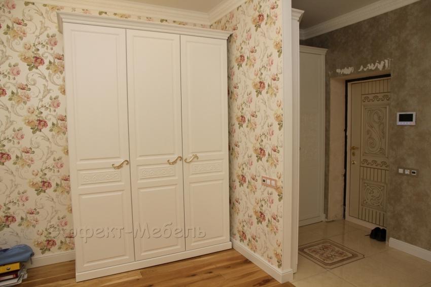 Шкаф с распашными дверьми. Фасады МДФ крашеный.