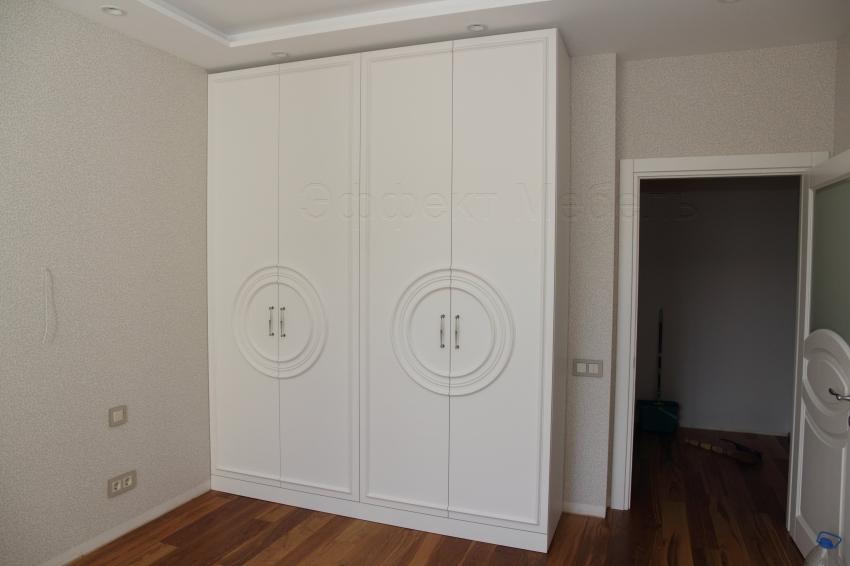 Шкаф с декоративными накладками