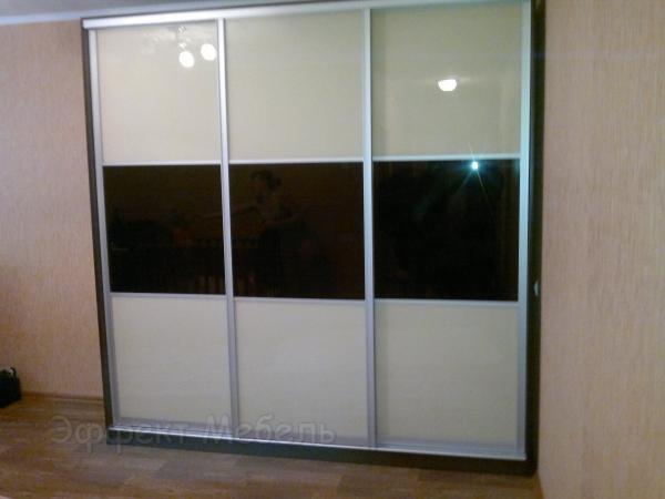 Шкаф-купе двери стекло крашеное.