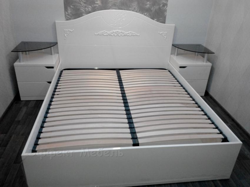 Кровать двухспальная из МДФ глянец.