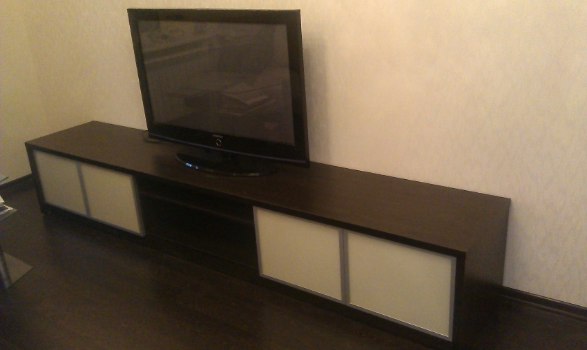 Тумбочка для ТВ с раздвижными дверками