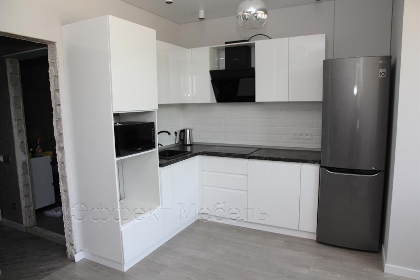Кухня с фасадами из МДФ матовый белый