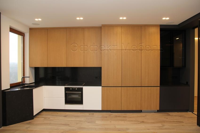 Кухня с фасадами из МДФ и шпона