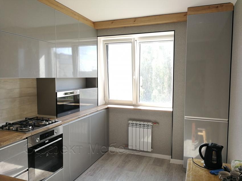 Кухня с фасадами пластик глянец