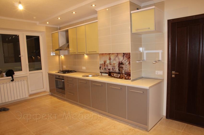 Кухня со стеклом крашеным
