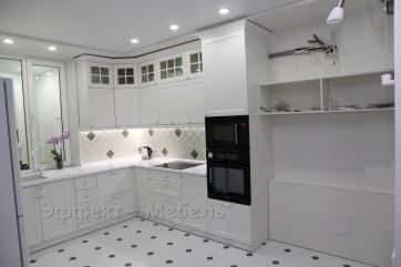 """Кухня """"Ирен классик"""" с МДФ фасадами крашенными."""