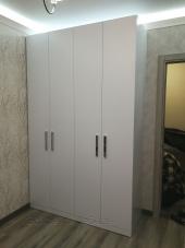 Шкаф для одежды с распашными дверьми