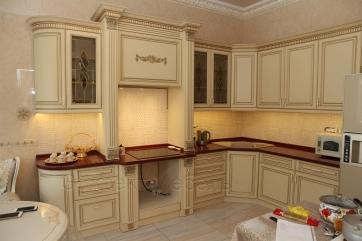 Кухня с фасадами МДФ крашеный с патиной золото
