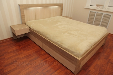 Кровать двух спальная с подсветкой.