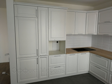 Кухня с крашеными фасадами из МДФ