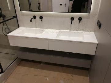 Тумба подвесная с зеркалом в ванну