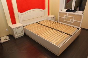 Кровать с подъёмным матрасом и 2 тумбы