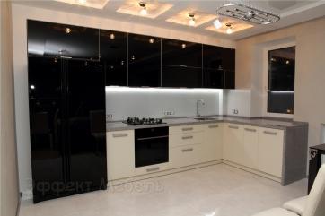 Кухня с крашеным стеклом