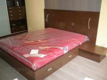 """Кровать в спальне """"Венге"""" из ДСП"""