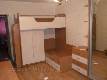 Кровать двух ярусная со шкафом купе.